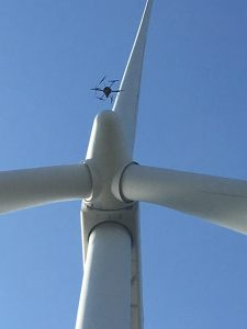 Drone i luften ud for center på møllenav